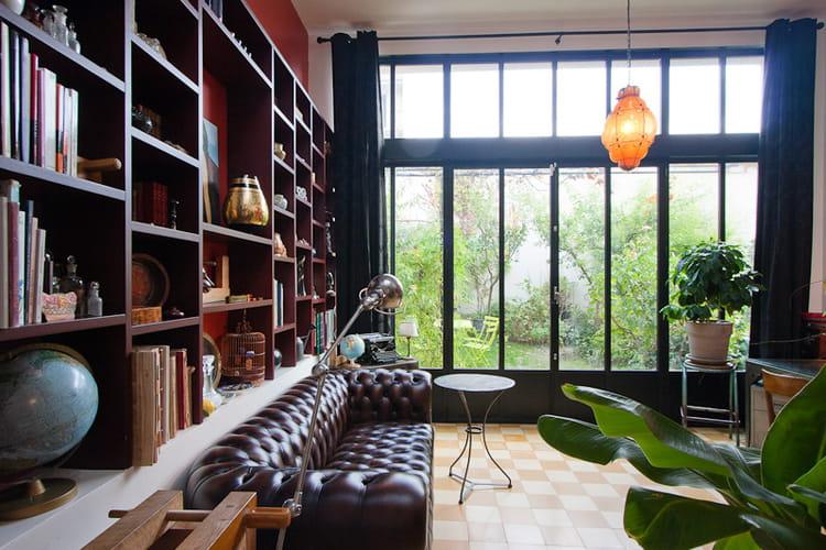 un salon dans le style anglais. Black Bedroom Furniture Sets. Home Design Ideas