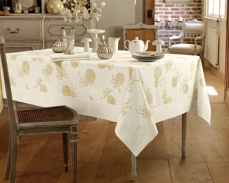 linge de table soir de no l de linvosges les tables en habit de f te journal des femmes. Black Bedroom Furniture Sets. Home Design Ideas