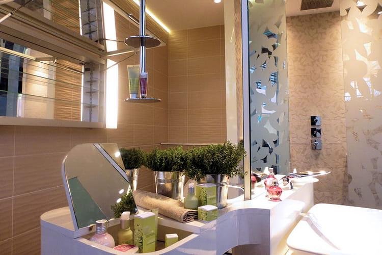 Un meuble pour se laver et se maquiller les tendances for Meuble avec miroir pour se maquiller