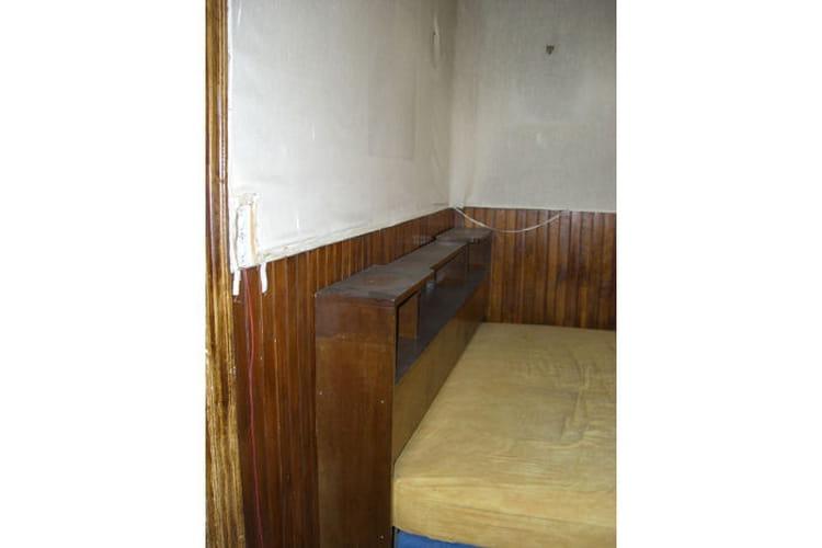 La place du coin chambre équipé d un lit vieillot la