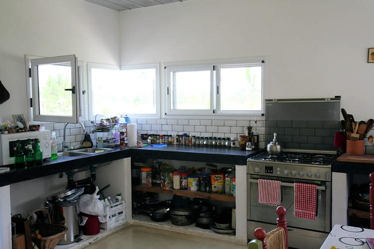 une cuisine baign e de lumi re maison cubique en pleine lumi re journal des femmes. Black Bedroom Furniture Sets. Home Design Ideas