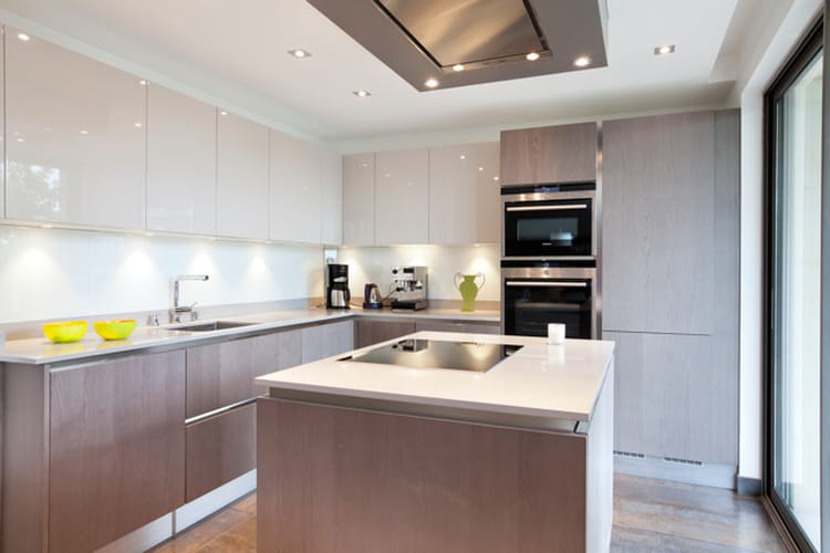Une cuisine contemporaine avec lot un duplex chic et moderne aux notes aci - Journal femmes cuisine ...