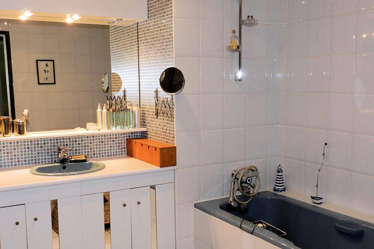 La salle de bains : baignoire : Visitez la maison dEliane à Saint ...