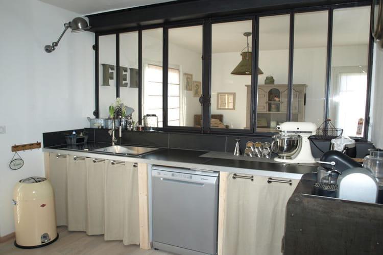 Une cuisine au style industriel une verri re pour un int rieur ouvert et lu - Cuisine style industriel ...
