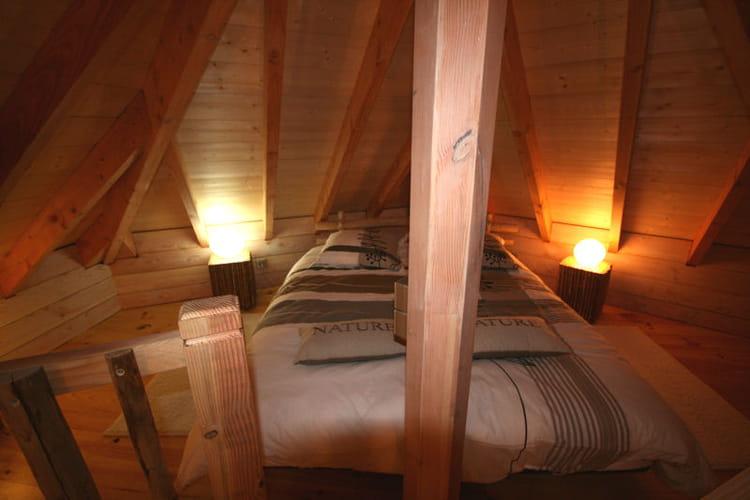 Chambre sous les combles les cabanes perch es dans les for Amenagement chambre sous comble