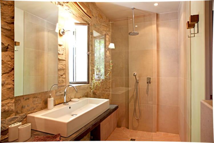 en pierres apparentes douche l 39 italienne une pluie de bonnes id es journal des femmes. Black Bedroom Furniture Sets. Home Design Ideas