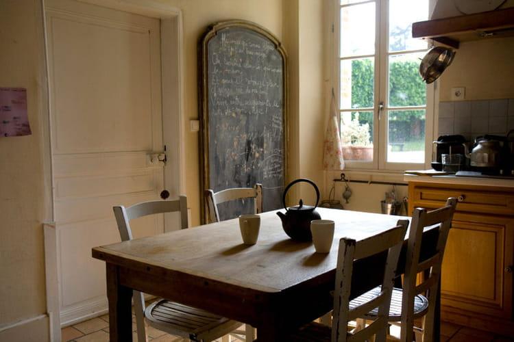 une cuisine authentique un appartement familial dans un ch teau du xviie si cle journal des. Black Bedroom Furniture Sets. Home Design Ideas