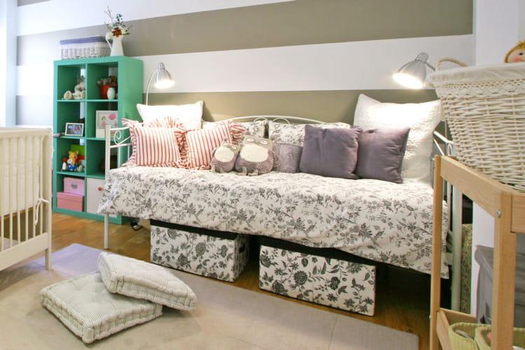 des bacs sous le lit assortis au linge des rangements astucieux et patants journal des femmes. Black Bedroom Furniture Sets. Home Design Ideas
