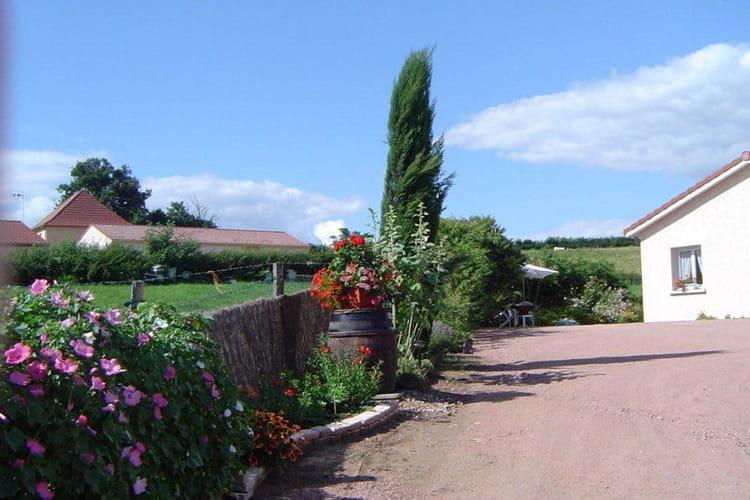 Tonneau d co visitez le jardin de mireille journal des for Tonneau decoration jardin