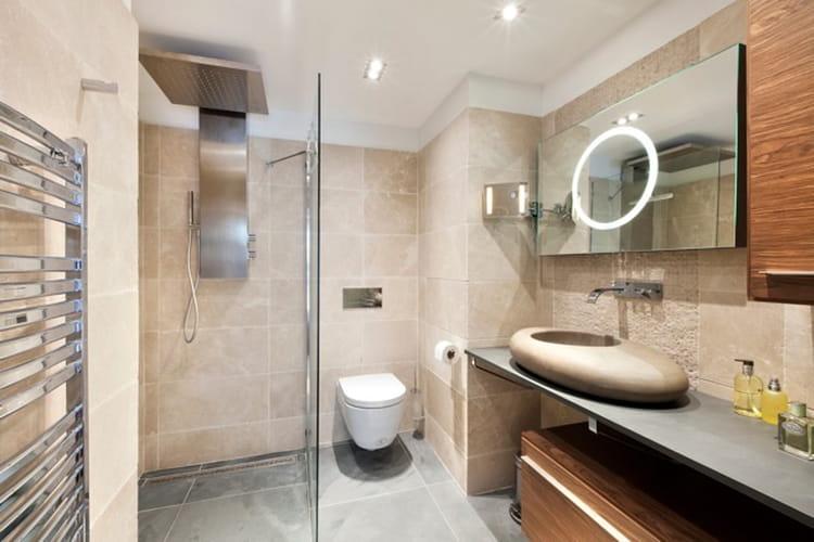 Miroir lumineux et vasque galet accessoiriser sa salle - Miroir lumineux pour salle de bain ...