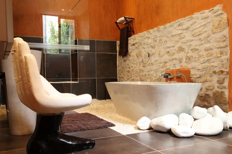 galets accessoiriser sa salle de bains comme une pro journal des femmes. Black Bedroom Furniture Sets. Home Design Ideas