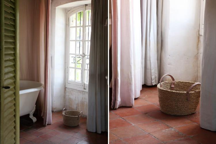 Panier en osier accessoiriser sa salle de bains comme for Panier osier salle de bain