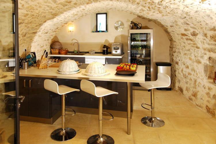 La cuisine d 39 t dans une ancienne curie au mas d 39 augustine une ancienne ferme journal for Deco cuisine ancienne
