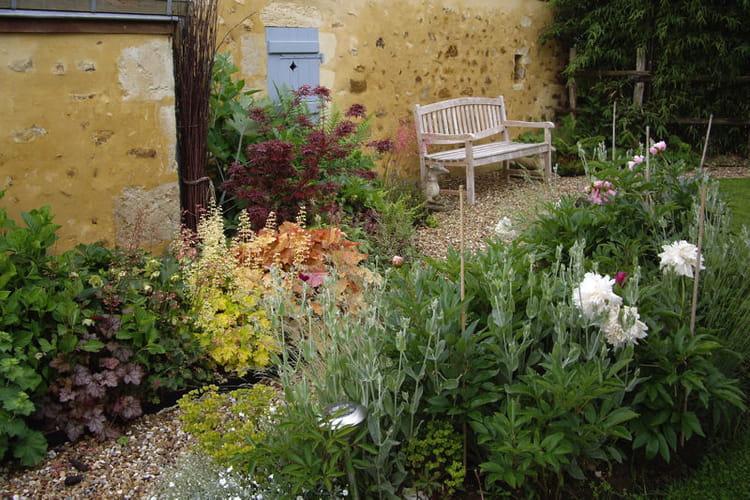 une all e autour de la maison belles all es de jardin journal des femmes. Black Bedroom Furniture Sets. Home Design Ideas