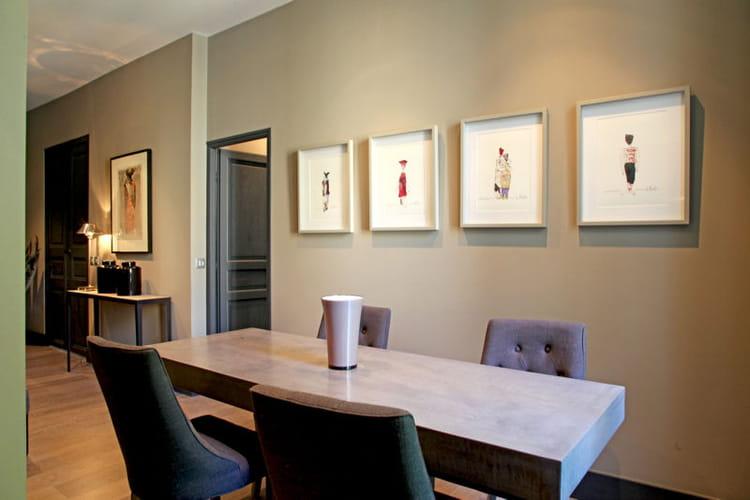 une table en b ton cir 40 salles manger pour tous les go ts journal des femmes. Black Bedroom Furniture Sets. Home Design Ideas
