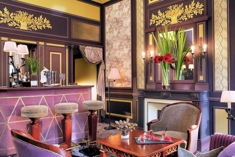 Un bar vins priv le grand h tel de bordeaux spa for Hotel de luxe bordeaux