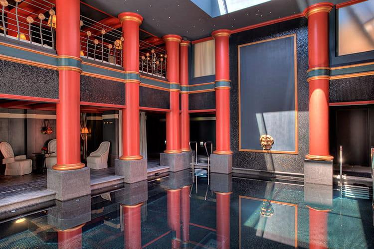 Une piscine hors du temps le grand h tel de bordeaux for Spa luxe bordeaux