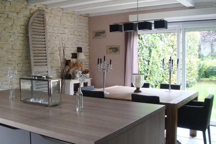 une grande cuisine pour recevoir les amis visitez la maison de gael journal des femmes. Black Bedroom Furniture Sets. Home Design Ideas