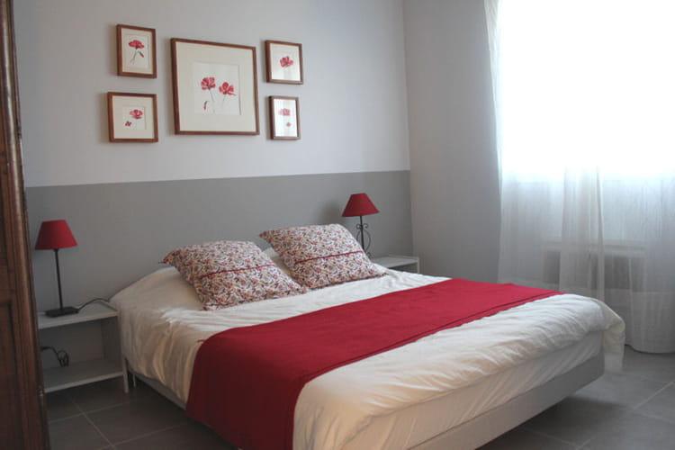 la chambre d 39 isabelle rouge coquelicot vos plus belles chambres romantiques journal des femmes. Black Bedroom Furniture Sets. Home Design Ideas