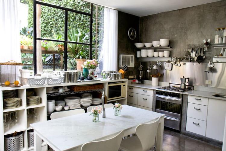 ambiance fleurie en cuisine des cuisines comme on en r ve journal des femmes. Black Bedroom Furniture Sets. Home Design Ideas