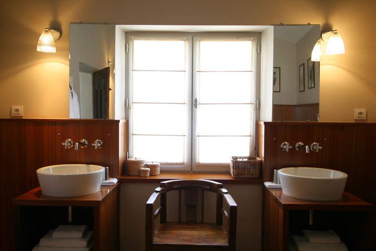 soubassement en bois salle de bains et bois un duo. Black Bedroom Furniture Sets. Home Design Ideas