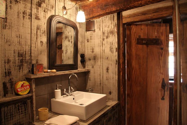 le charme du bois vieilli salle de bains et bois un duo suivre journal. Black Bedroom Furniture Sets. Home Design Ideas