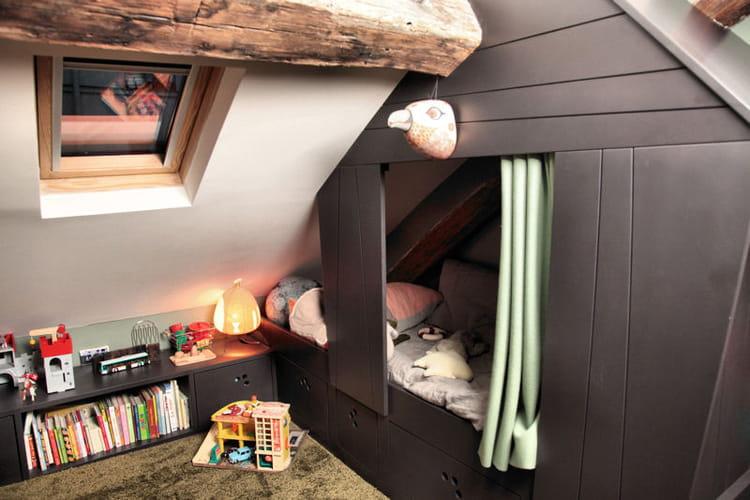 un vrai lit cabane dans une chambre d 39 enfant. Black Bedroom Furniture Sets. Home Design Ideas