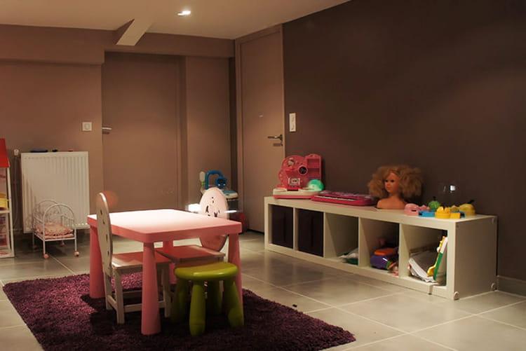 salle de jeux donnant sur jardin visitez la maison de laurence journal des femmes. Black Bedroom Furniture Sets. Home Design Ideas