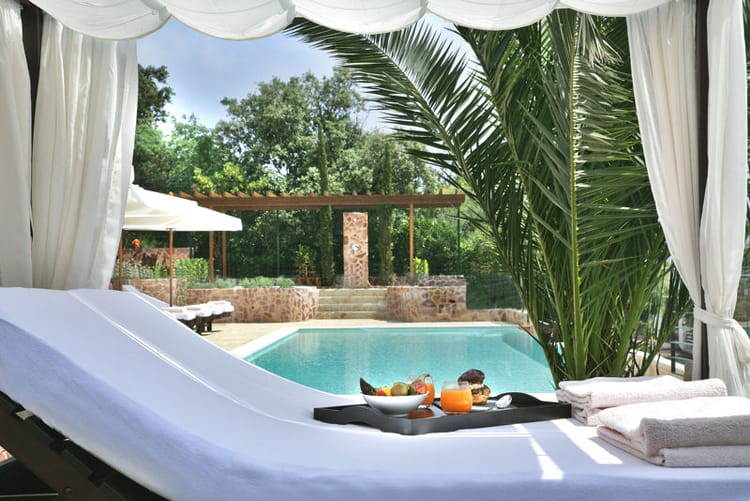D tente au bord de la piscine bienvenue au yaktsa h tel for Au bord de la piscine tours