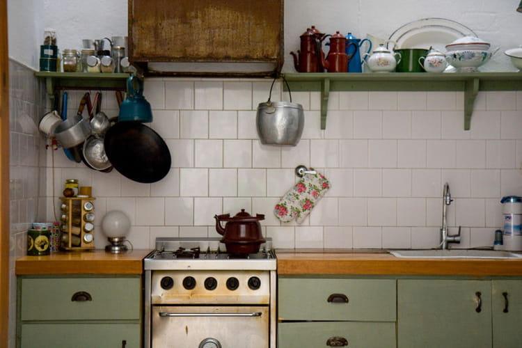 Cuisine vert amande et blanc d co de cuisine des id es for Cuisine a l ancienne
