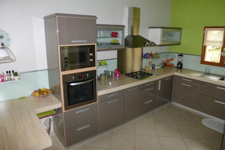 Une cuisine ouverte beige et conviviale - Photos de cuisine ouverte ...