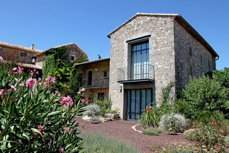 Une maison en pierre moderne maison en pierre des - Maison en pierre moderne ...