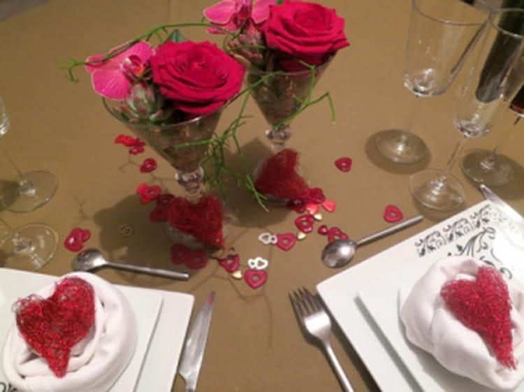 Une d co de table fleurie pour une soir e en amoureux - Table amoureux ...