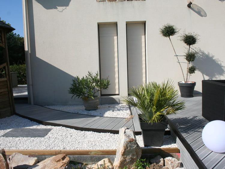 Passerelle entre deux espaces une terrasse am nag e dans un style design journal des femmes - Terras amenagee ...