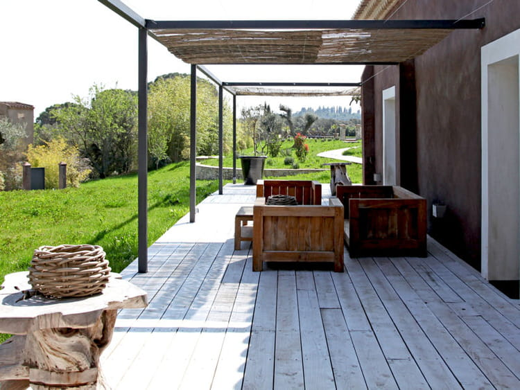terrasse en bois pour un mas authentique les salons d. Black Bedroom Furniture Sets. Home Design Ideas