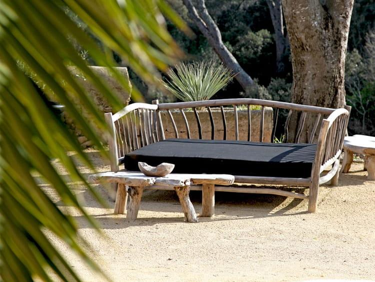 un salon de jardin d 39 ici et d 39 ailleurs lodges et habitats insolites en camargue journal des. Black Bedroom Furniture Sets. Home Design Ideas