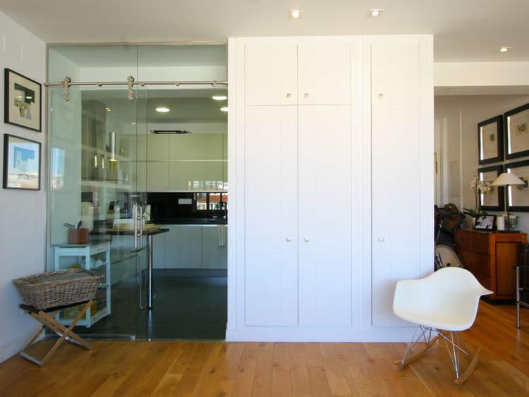 cloison transparente en verre 47 id es pour s parer l 39 espace en beaut journal des femmes. Black Bedroom Furniture Sets. Home Design Ideas