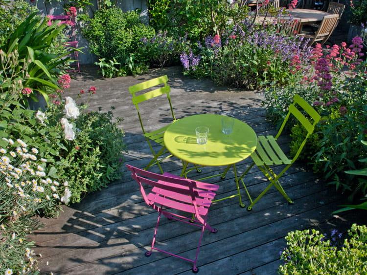 Du mobilier de jardin color un toit terrasse verdoyant en plein paris journal des femmes - Mobilier jardin brabant wallon paris ...