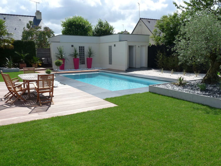 Avant apr s installation d 39 une piscine dans un jardin design for Photo jardin moderne design