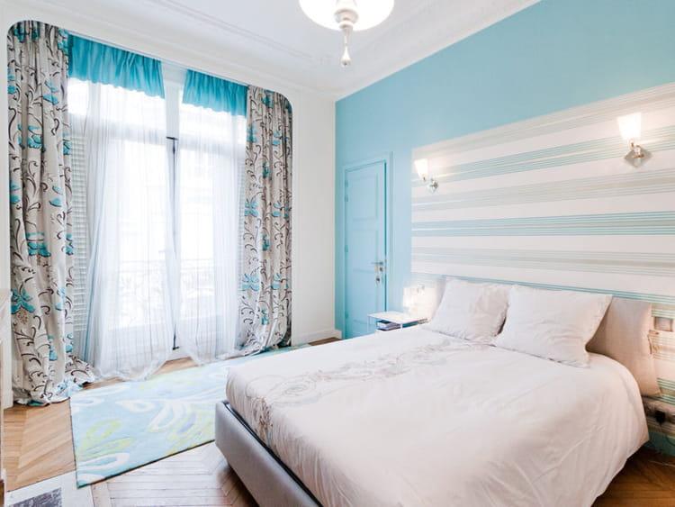 Chambre styl e d co bleue il flotte comme un petit air de vacances jour - Salon blanc et turquoise ...