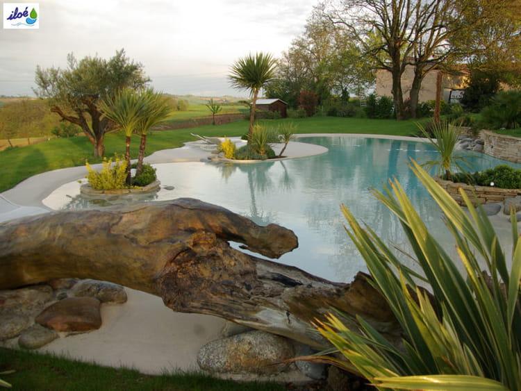 La plage de piscine une d co de jardin paradisiaque Decoration autour d une piscine