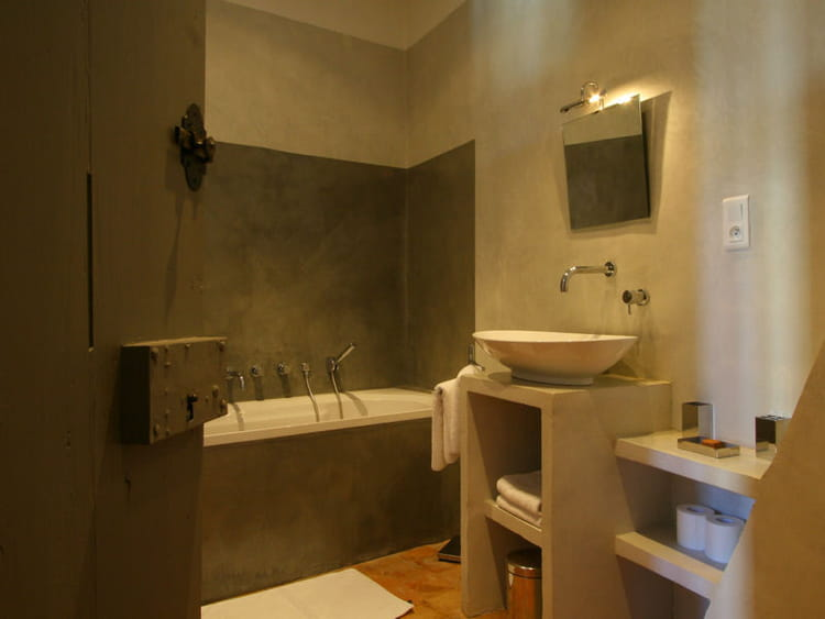 Salle de bains couleur taupe for Salle bain taupe