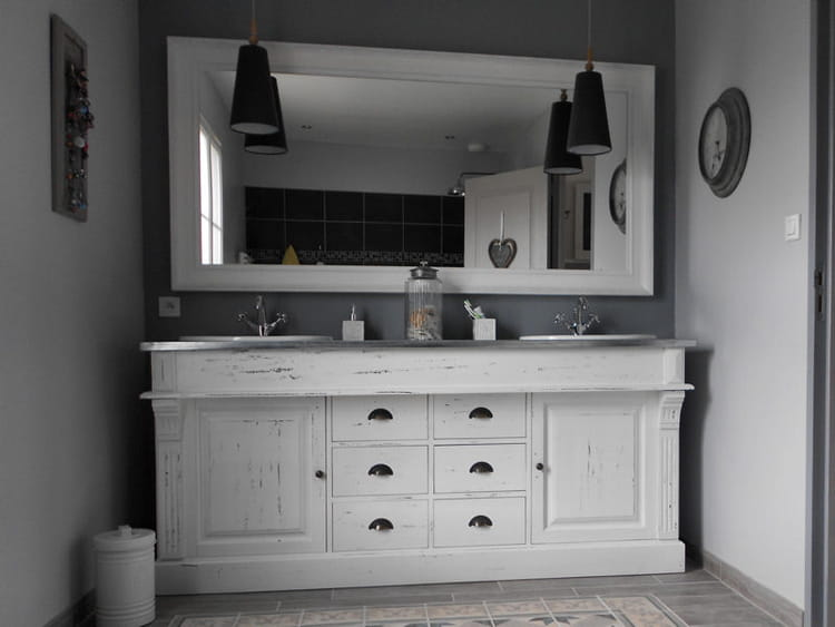 Une salle de bains avec double vasque visitez la maison - Lavabo salle de bain style ancien ...