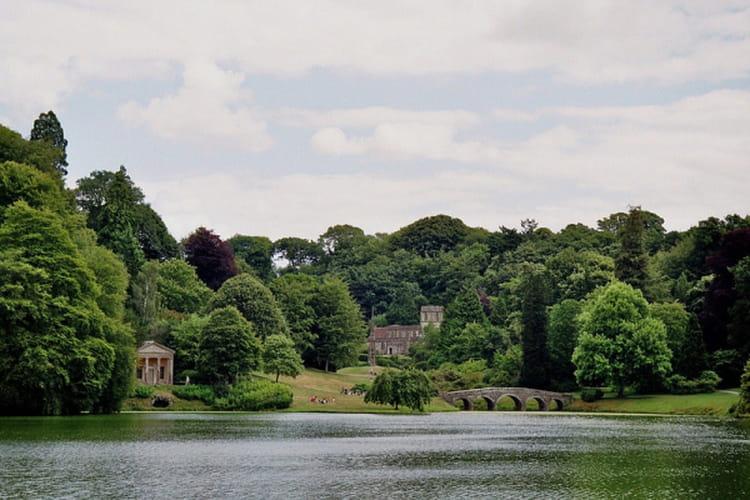 Cr er un jardin anglais sur un petit terrain - Creer un jardin mediterraneen avignon ...