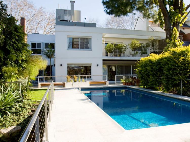 une maison avec piscine en argentine journal des femmes. Black Bedroom Furniture Sets. Home Design Ideas
