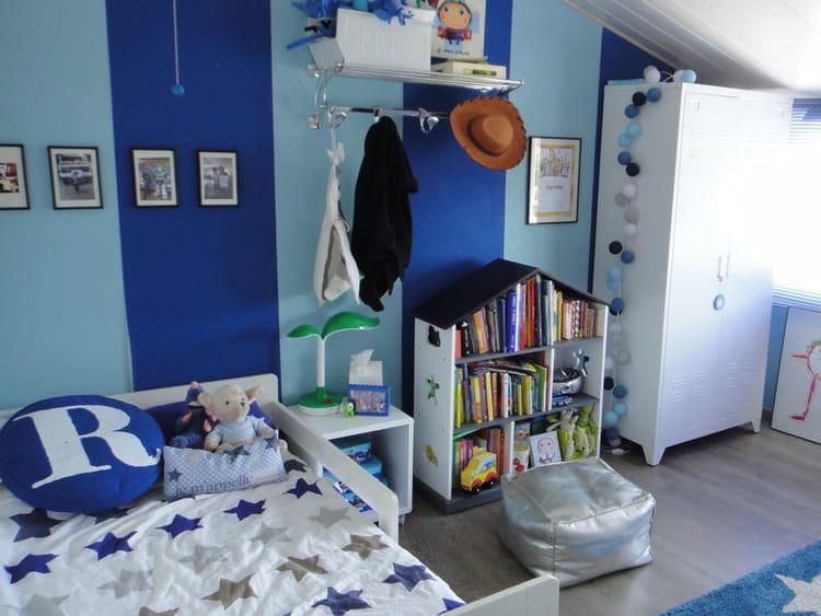 une chambre d 39 enfant toute en bleu visitez la maison de sophie journal des femmes. Black Bedroom Furniture Sets. Home Design Ideas