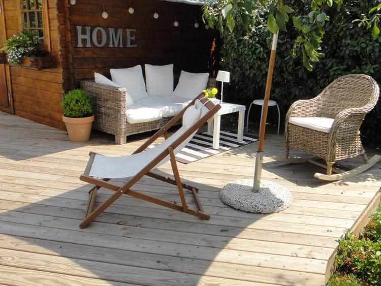 un salon de jardin l 39 ombre visitez la maison de sophie journal des femmes. Black Bedroom Furniture Sets. Home Design Ideas