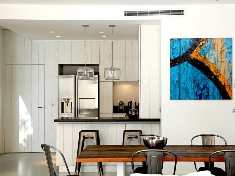 une cuisine en bois blanchi. Black Bedroom Furniture Sets. Home Design Ideas