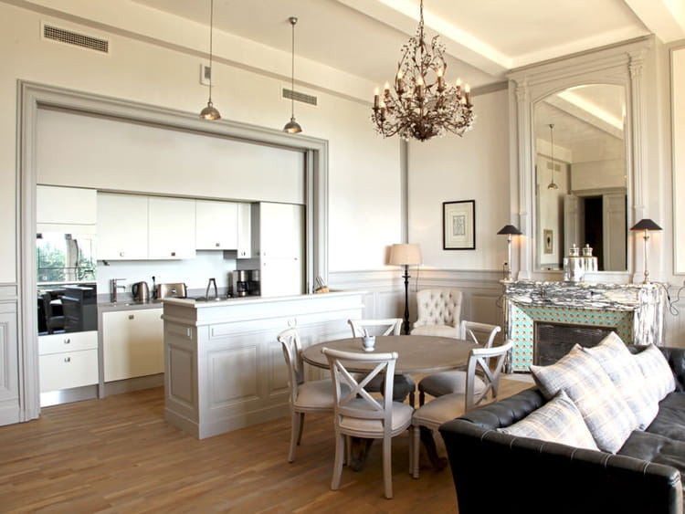 Une cuisine ouverte dans un ch teau - Cacher une cuisine ouverte ...