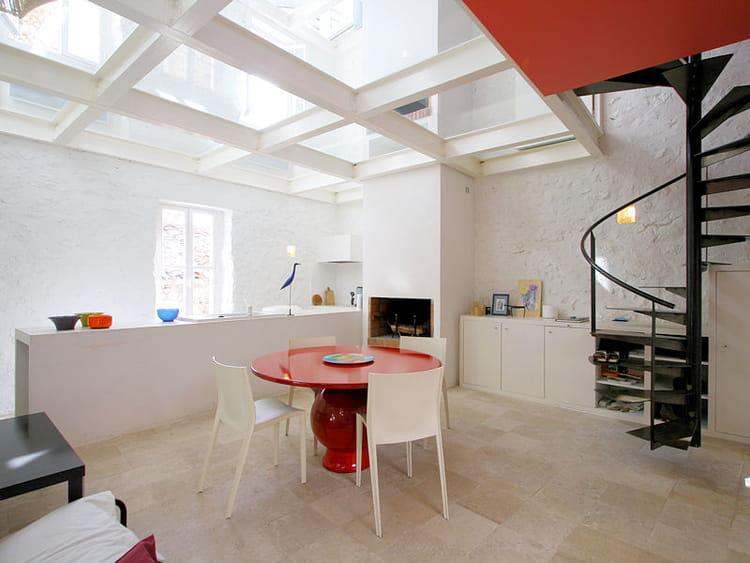 une cuisine ouverte blanche et lumineuse la cuisine ouverte pratique et esth tique journal. Black Bedroom Furniture Sets. Home Design Ideas